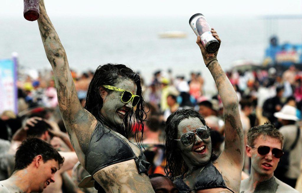 девушки фестиваль