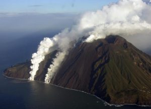 ostrov-vulkan-stromboli